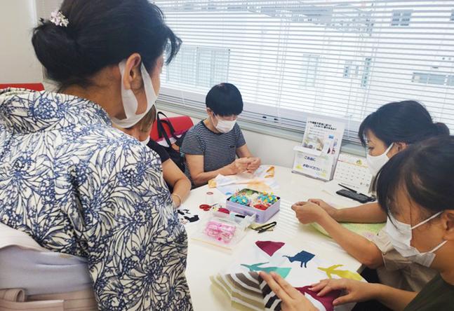 半衿つけや、あずま袋作りなど授業の合間にも1day講座開催!