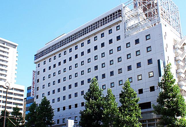 【通いやすい!】JR岡山駅地下改札より徒歩5分! ワシントンホテルプラザの看板が目印です◎ 奥のエレベーターで11階へ!