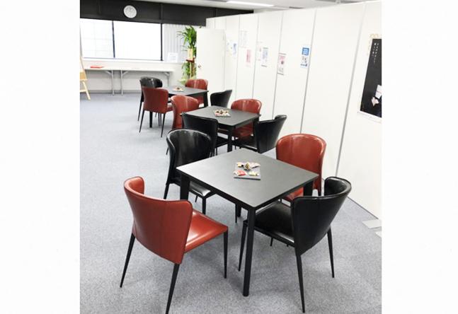 教室スペース、ウェイティングスペースとも広々としており、開放感があります。