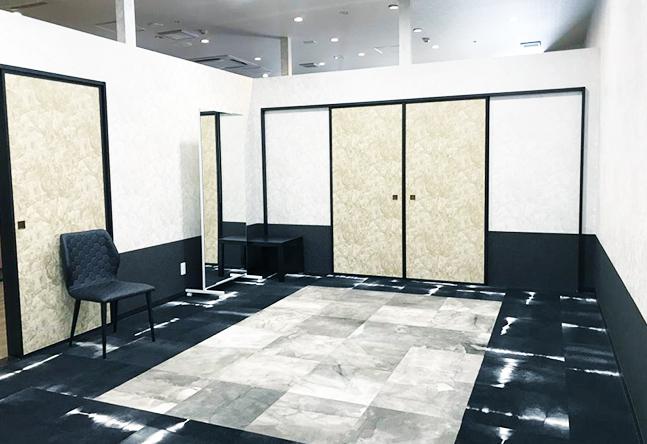 【おしゃれな教室デザイン】モダンでシャープな印象のあるお部屋でゆったりとレッスンを受けられます。